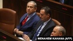 ییسرائل کاتز، وزیر اطلاعات اسرائیل (وسط) در کنار بنیامین نتانیاهو نخستوزیر