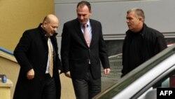 Fatmir Limaj me avokatin e tij (Foto nga arkivi)