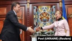 У грудні 2007 року Юлія Тимошенко і Віктор Янукович іще могли потиснути руку одне одному
