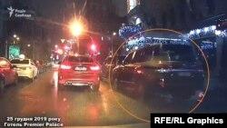 Неподалік припаркована автівка Кіпермана