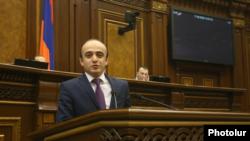 Представитель оппозиционной фракции «Просвещенная Армения» в комиссии по конституционным реформам Тарон Симонян