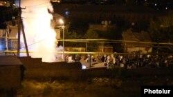 Полиция применяет против протестующих в Сари Тахе спецсредства. Ереван, 29 июля 2016 года․