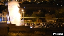 Armenia -- Riot police clash with protesters in Yerevan's Sari Tagh neighborhood, 29Jul2016.