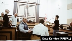 Опрос Георгия Марджанишвили в общей сложности продлился более часа. За ним были опрошены два следователя – Анзор Жамирашвили и Ираклий Цагурия