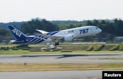 Boeing 787 Dreamliner вирушає в перший комерційний політ, 26 жовтня 2011 року (японська авіакомпанія All Nippon Airways, аеропорт Наріта під Токіо)