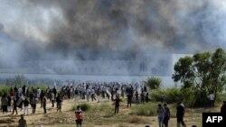 أدخنة متصاعدة من مجمع السفارة الأميركية في تونس خلال إحتجاجات ضد فيلم مسيء للإسلام.