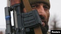 Тех, кто не прочь поехать в Донецк в Южной Осетии немало: там их навыки теперь нужны куда больше, чем на родине. Молодые люди, которые последние двадцать лет росли в военных условиях, едут в Донбасс за новыми возможностями