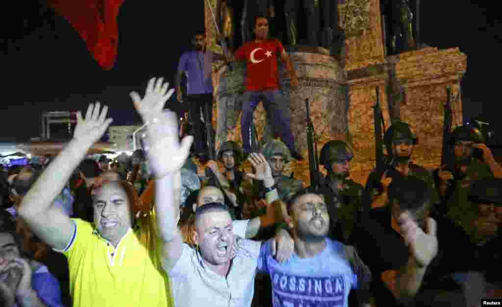Під час промови чинний президент Туреччини закликав усіх вийти на вулиці