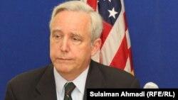Амбасадорот Дејвид Пирс.