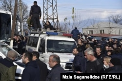 В день инаугурации пятого президента Грузии дорогу оппозиции преградил полицейские кордон