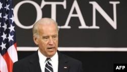 Nënpresidenti Joe Biden gjatë konferencës për shtyp në Bruksel, 10 mars '09.
