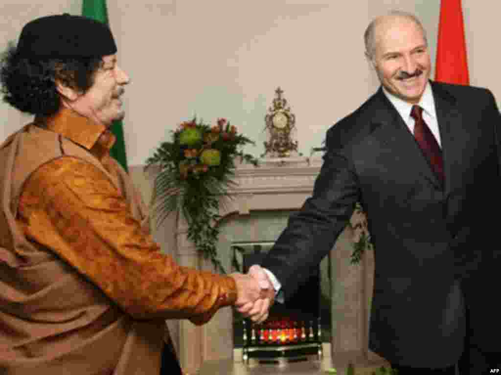 Qaddafi shakes hands with Belarusian President Alyaksandr Lukashenka during the Libyan leader's first visit to Minsk on November 2, 2008.