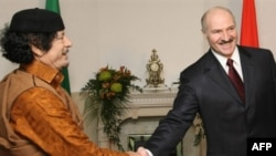 Belarusian President Alyaksandr Lukashenka (right) meets with Libyan leader Muammar Qaddafi in Minsk.