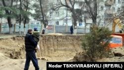 Тбилисские парки и скверы понемногу лишаются растительности. Ее «проглатывают» рестораны, жилые дома и другие объекты