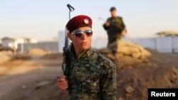 یک پیشمرگه کرد در شمال عراق