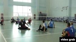 Ресей паралимпиада спортшылары жаттығу залында (Көрнекі сурет).