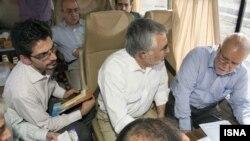 بیژن نامدار زنگنه وزیر نفت ایران گفته است که تولید نفت ایران را در پایان امسال به حدود چهار میلیون میرساند.