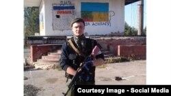 Российский сержант Сергей Потылицин около поста ГАИ в Амвросиевке, Донецкая область