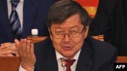 Жантөре Сатыбалдиев, Қырғызстанның премьер-министрі парламентте отыр. Бішкек, 5 қыркүйек 2012 жыл