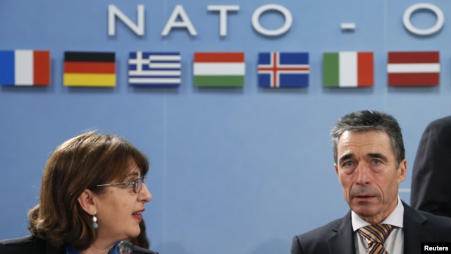 Georgian Foreign Minister Maia Panjikidze (left) and NATO Secretary-General Anders Fogh Rasmussen in Brussels