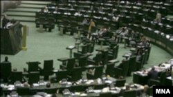 براساس مصوبه نمایندگان، دوره کنونی مجلس یکسال تمدید می شود.