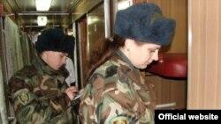 Пограничники в поезде, следующем в Киев из Севастополя