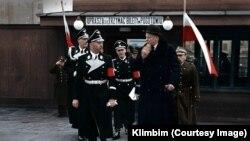 Istorijskufotografiju kolorisala je Olga Širnina, zvana Klimbim.