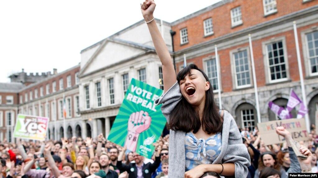 Парламент Ирландии принял закон о легализации абортов