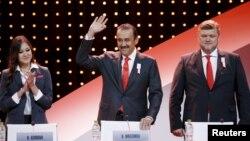 Қазақстан премьер-министрі Кәрім Мәсімов (ортада) Куала-Лумпурде Халықаралық олимпиада комитетінің 128-сессиясында. Малайзия, 31 шілде 2015 жыл.