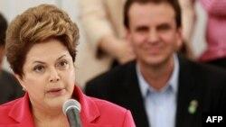 Бразилия президенті Дилма Руссефф (сол жақта).