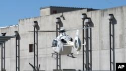 Ֆրանսիա -- Փրկարարները ուղղաթիռով փորձում են վայրէջք կատարել վթարի ենթարկված ատոմային ձեռնարկությունում, 12-ը սեպտեմբերի, 2011թ․