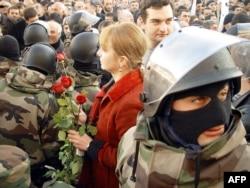 """Митинг в Тбилиси во время """"революции роз"""", ноябрь 2003 года"""