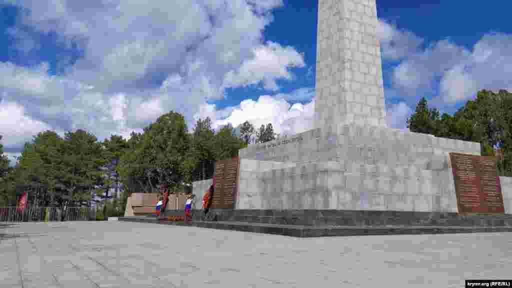 Обновленный памятник воинам-освободителям 51-й Армии. В последний раз его ремонтировали в 2004 году