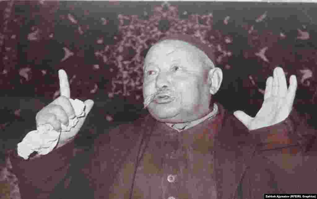 Саякбай Каралаев бул сүрөткө 1965-жылы түшкөн.