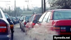 Belarus -- A line of cars in the morning traffic jam in Minsk, April 2000