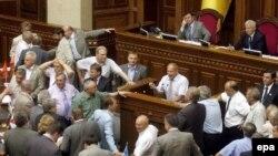 Пока Ющенко и Янукович не договорятся, Рада не сможет поставить точку в кризисе, говорят эксперты