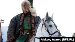 Певец и бывший депутат парламента Бекболат Тлеухан исполняет в сериале «Казах ели» небольшую роль жырау Казтугана. Алматинская область, 4 ноября 2015 года.