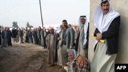 Ирактағы этникалық арабтар халықаралық гуманитарлық көмек кезегінде тұр. 24 желтоқсан 2009 жыл. (Көрнекі сурет)