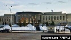 «Табакерка» побач зь Лядовым палацам у Віцебску