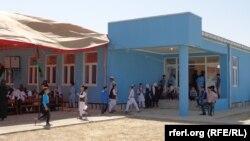 رپوټ: په افغانستان کې د رسمی ارقامو پر اساس ویل کېږي چې ۱۶۰۰۰ ښوونځي جوړ شوي