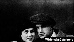 Vladimir Mayakovki və sevgilisi Lilya Brik.