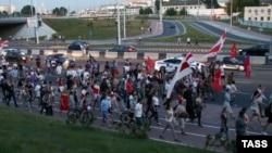 Чергова акція протесту, які не припиняються по всій Білорусі ні на день від дня виборів 9 серпня. Мінськ, 17 серпня 2020 року