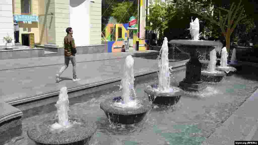 Після зимової «сплячки» запрацювали міські фонтани. На Пушкінському бульварі