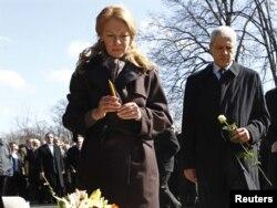 Supruga Zorana Đinđića, Ružica Đinđić i predsednik Srbije Boris Tadić na obeležavanju 9. godišnjice od smrti premijera, 12. mart 2012.