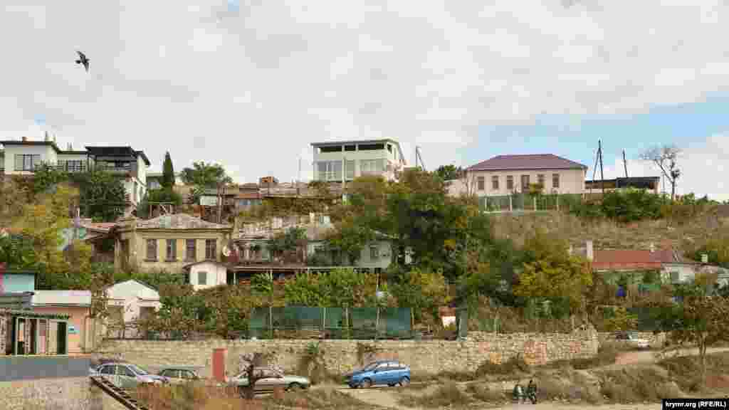 Частный сектор в Северной стороне занимает большинство территории, российские власти Севастополя планировали снести его, чтобы построить многоэтажки