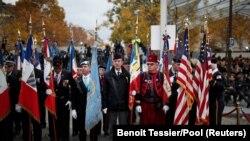 Veterani okupljeni uoči početka manifestacije u Parizu