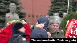 Задержание активиста Евгения Сучкова после акции у памятника Сталину, 5 марта 2019 года