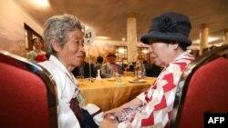 Կորեական պատերազմի հետևանքով բաժանված հարազատների հանդիպումը Հյուսիսային Կորեայի հյուրանոցներից մեկում, 21-ը օգոստոսի, 2018թ.