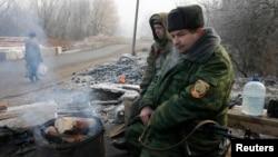 Боевики группировки «ДНР» на КПП возле Макеевки. Декабрь 2014 года