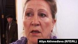 """Член ОСДП """"Азат"""" Валентина Пощеленко является независимым наблюдателем на выборах президента Казахстана. Талдыкорган, 3 апреля 2011 года."""